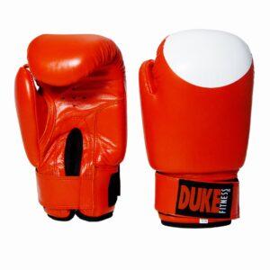 Duke Fitness nyrkkeilyhanskat Pro Aitoa, kestävää nahkaa valkoisilla lyöntialueilla.